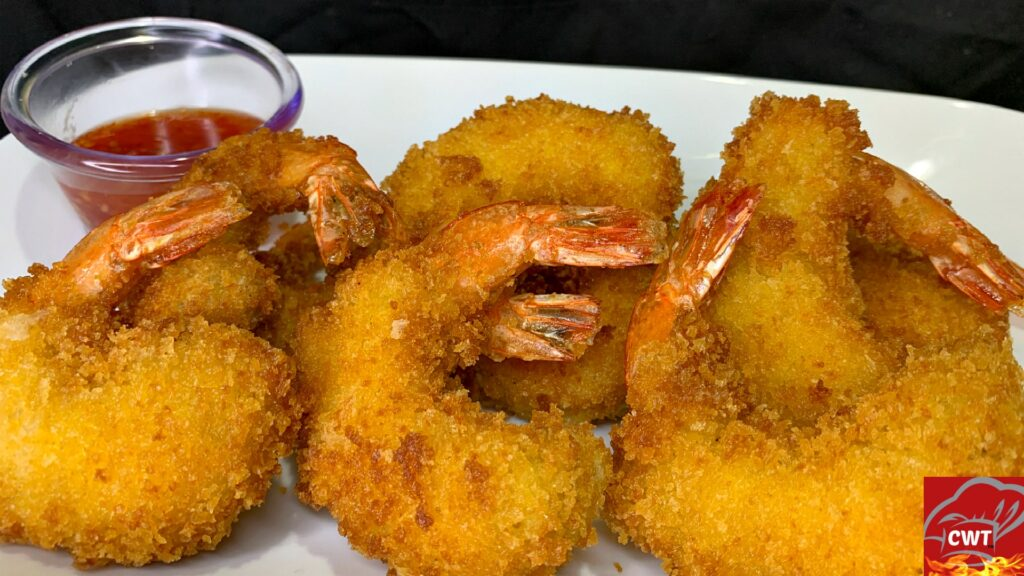 Crispy Fried Shrimp Recipe! Perfectly seasoned with garlic powder, onion powder, salt, and black pepper. Then coated in panko bread crumbs for the ultimate crispy effect.